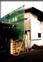 取り壊される直前の古い家。