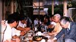 建前式。職人さんたちと膳を囲む。